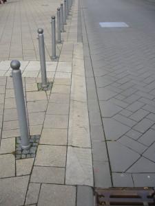 """Beispiel aus Ludwigsburg für auf """"Null cm"""" abgesenkte Bordsteine"""
