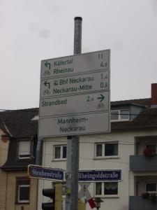 Neue Radwegweiser südlich des Neckars
